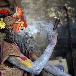 sadhu smoking.jpg