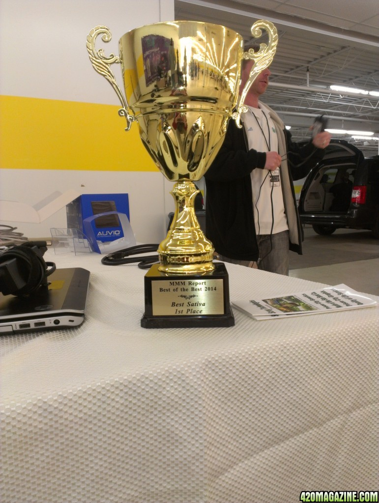 Kushington_Farms_uses_Lush_Lighting_First_trophy.jpg