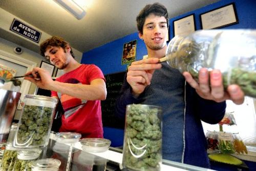 Budtenders_At_Dispensary.jpg