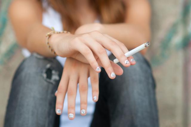 Cannabis_Cigarette_-_prudkov.jpg
