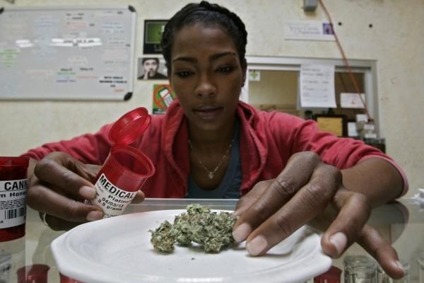 Weighing_Cannabis2.jpg