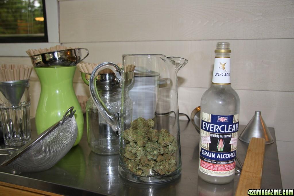 420-magazine-cannabis-oil-003.jpg