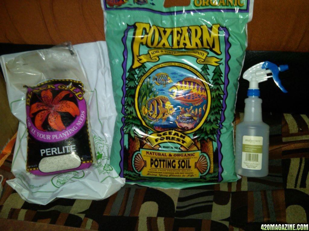 my_ffof_perlite_and_new_spray_bottle.jpg