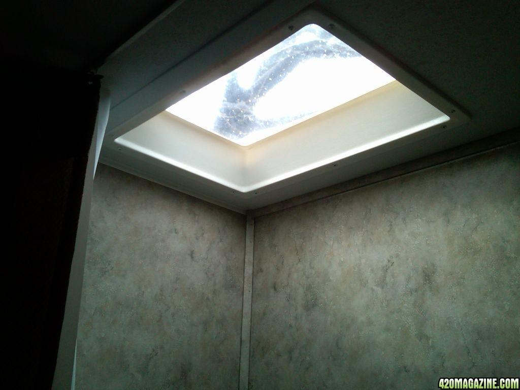 shot_of_skylight_above_tub_shower.jpg