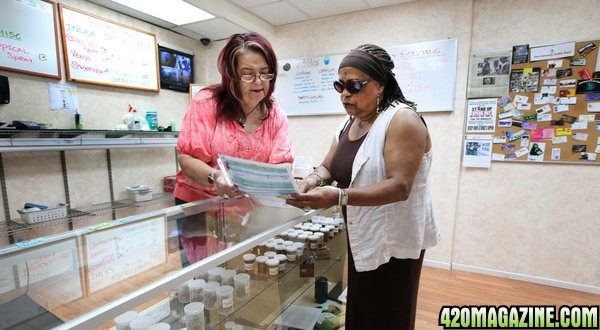 Dispensary_Budtender_And_Patient11.jpg