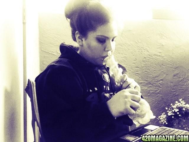 smoking_girl1.jpg